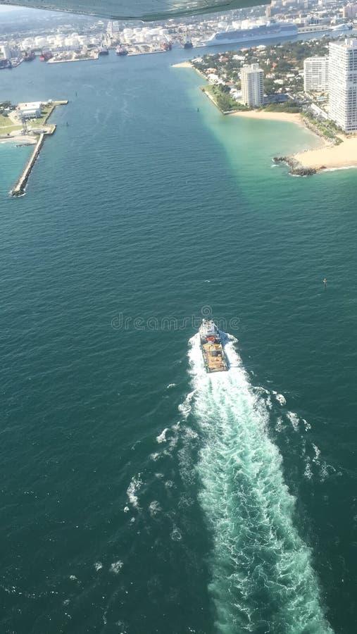 Flug in Miami lizenzfreie stockfotos