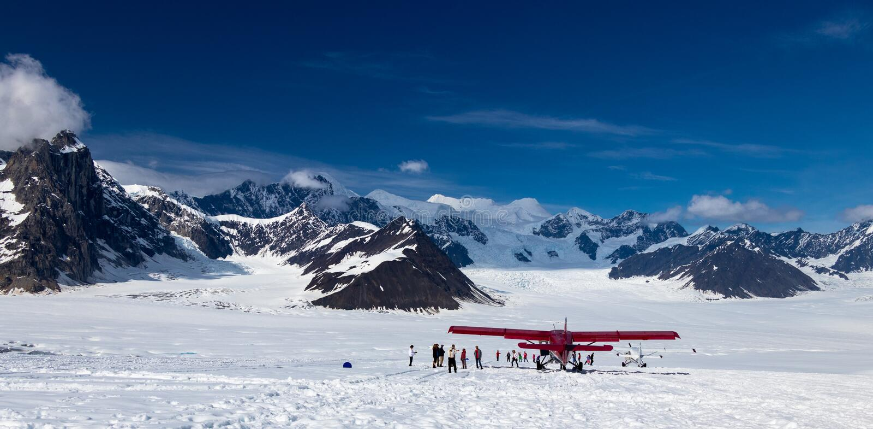 Flug, zum auf die Gletscher in der alaskischen Strecke zu gehen stockbilder