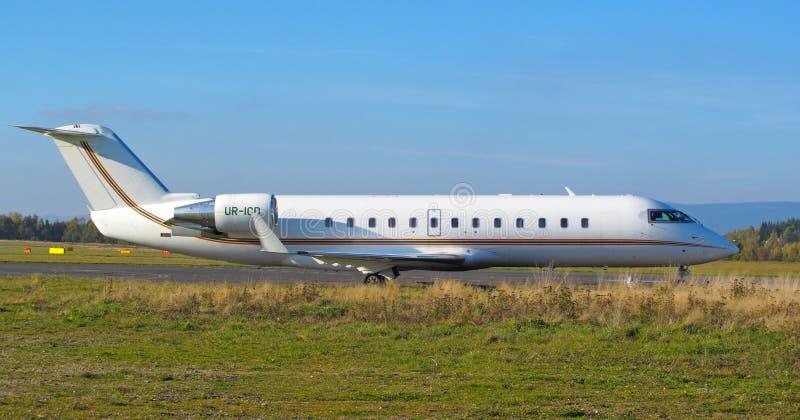 Fluggastflugzeug lizenzfreie stockbilder