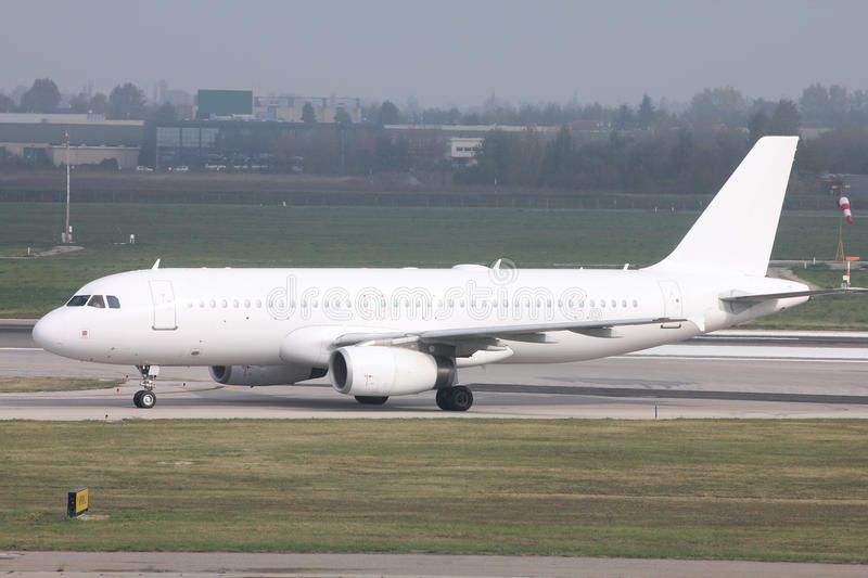 Fluggastflugzeug lizenzfreie stockfotos
