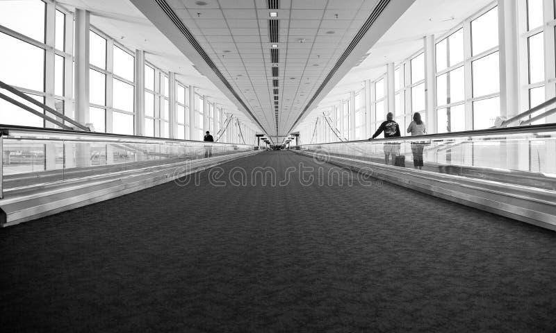 Flughafen-Architektur-Rolltreppen-Bewegung stockfoto