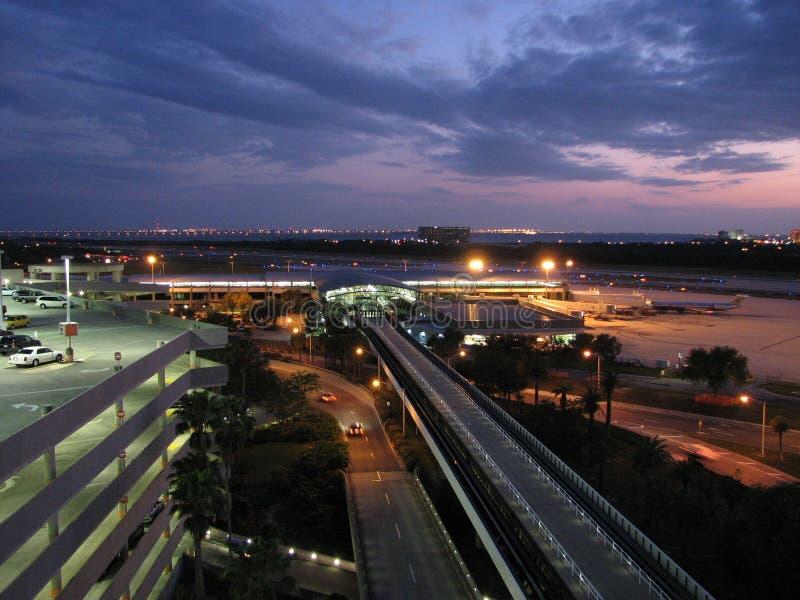 Flughafen an der Dämmerung lizenzfreies stockfoto