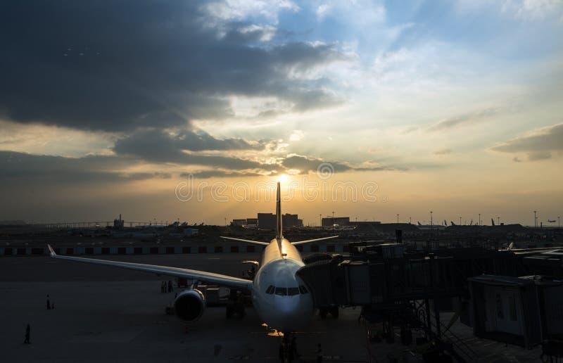 Flughafen-Flugzeug-Flugzeug-Luftfahrt-Transport-Reise lizenzfreie stockfotos
