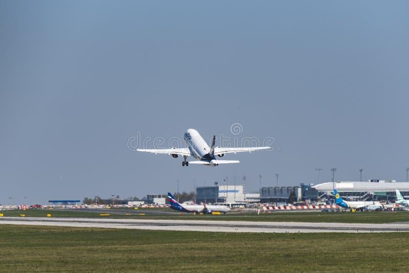 Flughafen Prag Ruzyne-LKPR, Airbus stockfoto