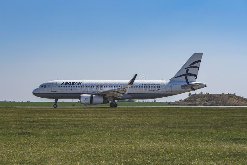 Flughafen Prag Ruzyne-LKPR, Airbus lizenzfreies stockfoto