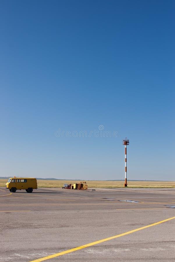 Flughafenfeldteildienste lizenzfreies stockbild