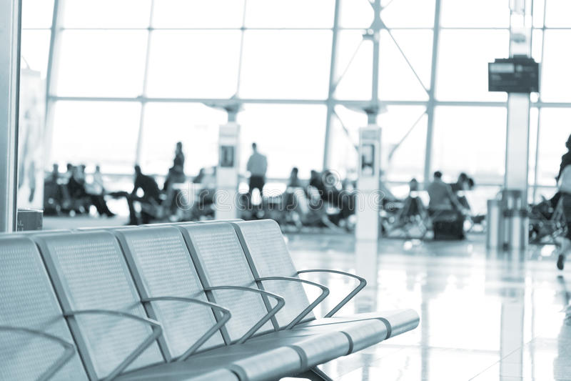 Flughafeninnenraum in Brüssel stockbild