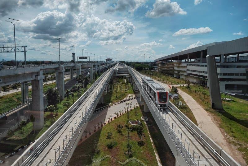 Flughafenzug gerade funktionierte vor kurzem in Jakarta Indonesien stockbilder