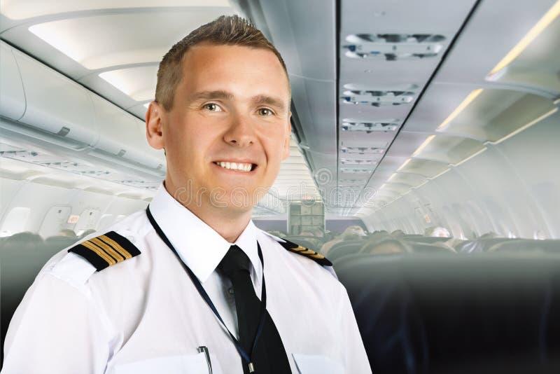 Fluglinienpilot an Bord stockfotografie