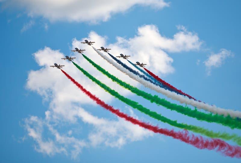 Download Flugschau An Einem Sommertag Stockfoto - Bild von emiräte, blau: 96930660