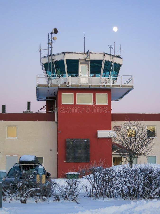 Flugverkehrskontrollturm in Sundsvall, Schweden stockfotografie