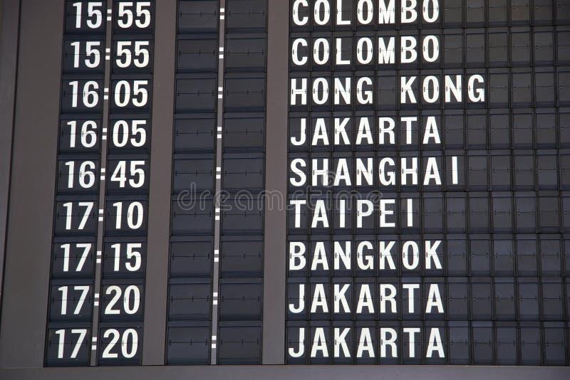Flugzeit im Singapur-Flughafen lizenzfreie stockfotos