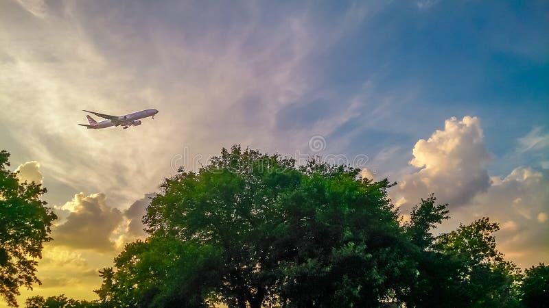 Flugzeug über Montauk-Punkt-Leuchtturm Long Island New York stockfotografie