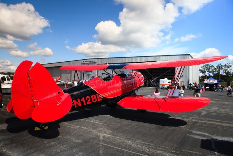 Flugzeug auf Asphalt stockfotografie