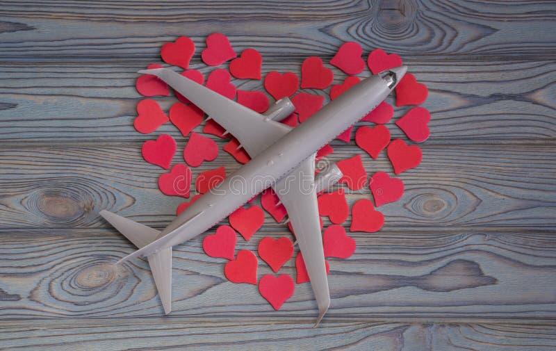 Flugzeug auf Herzen Ideen-Valentinsgruß ` s Tag stockbild