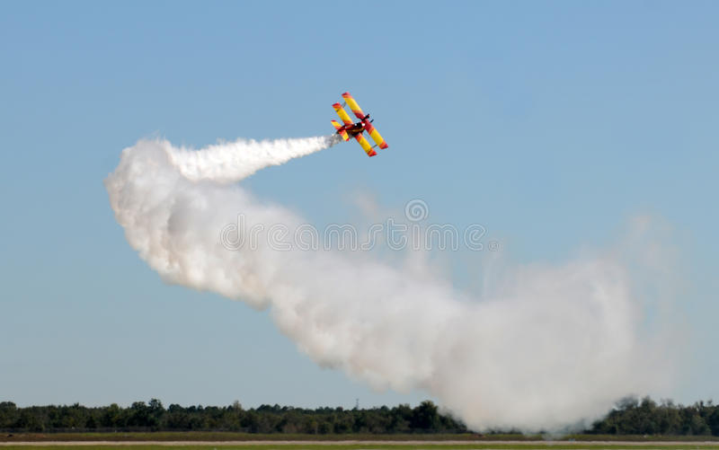 Flugzeug, das Bremsung durchführt stockbilder