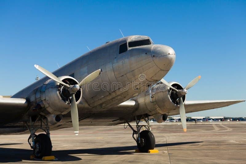 Flugzeug der Weinlese-DC-3 lizenzfreie stockfotografie
