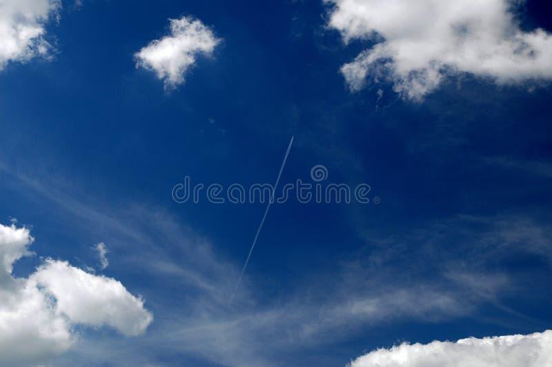 Flugzeug im Himmel stockbilder