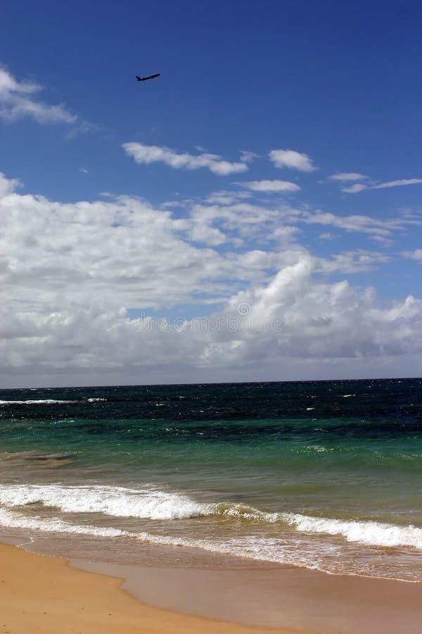 Flugzeug am Maui-Strand lizenzfreie stockfotos