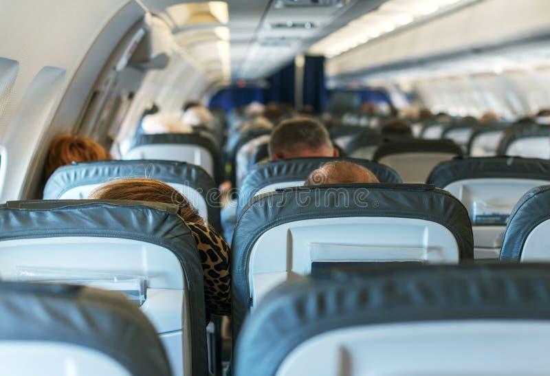 Flugzeug mit Passagieren stockbild