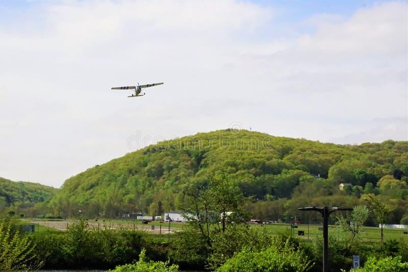 Flugzeug startet von Danbury-Flughafen im Mai 2019 stockfotos