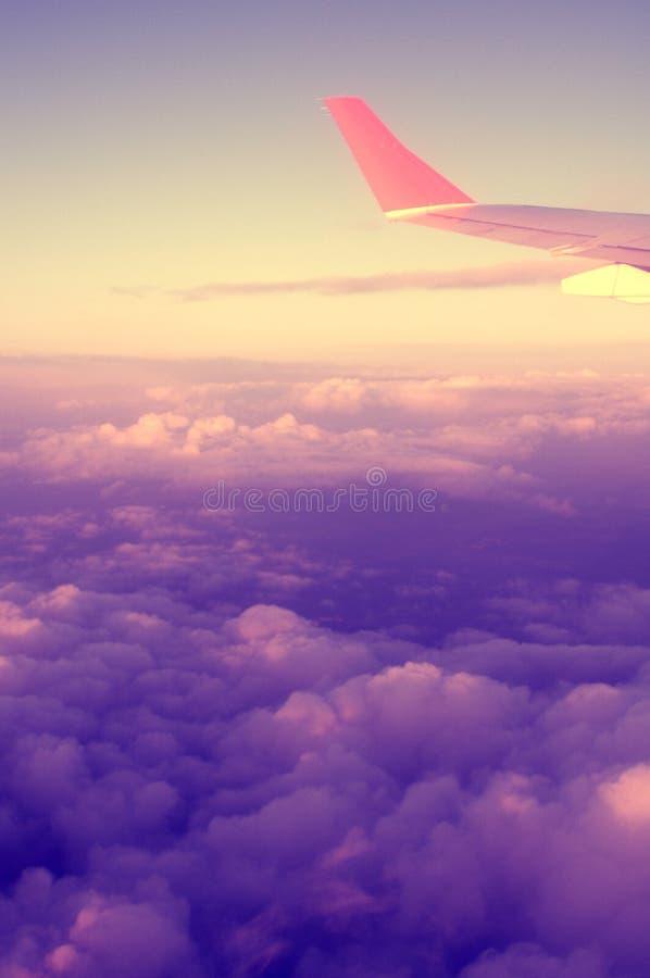 Flugzeug und Sonnenuntergang lizenzfreie stockbilder