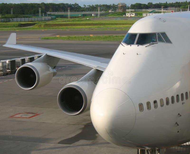Flugzeug-Wekzeugspritze und Flügel stockfoto