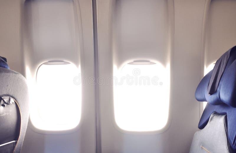 Flugzeug Windows an Bord einer Fläche stockfotos