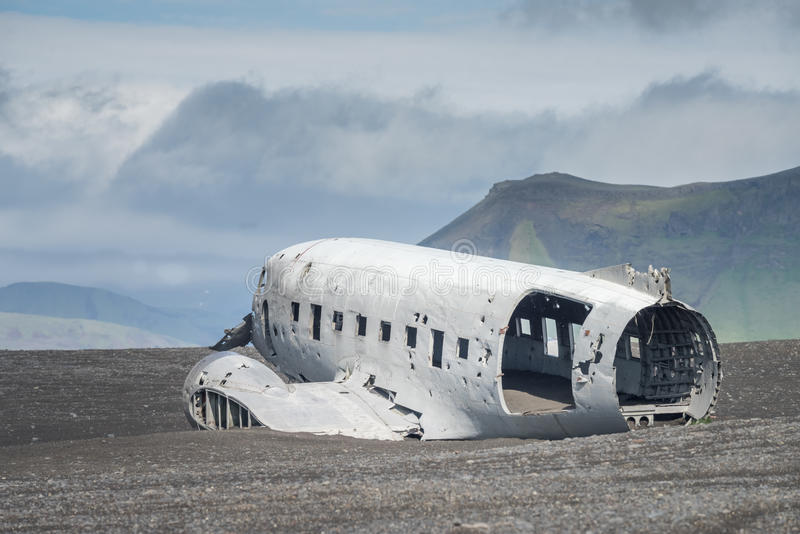 Flugzeugabsturzruinen - Süd-Island lizenzfreies stockbild