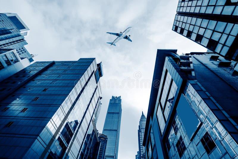 Flugzeuge auf dem Shanghai-Himmel lizenzfreie stockfotografie