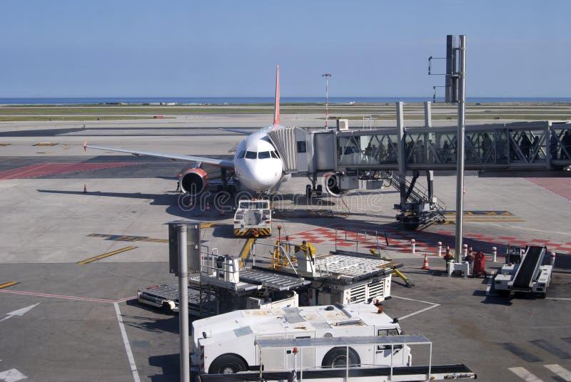 Flugzeuge auf Stand. Netter Flughafen. Frankreich lizenzfreie stockbilder