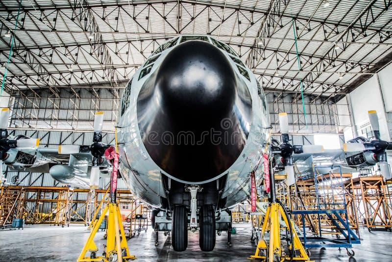 Flugzeuge der Fracht C130 Luftfahrt mantainnace lizenzfreie stockfotos