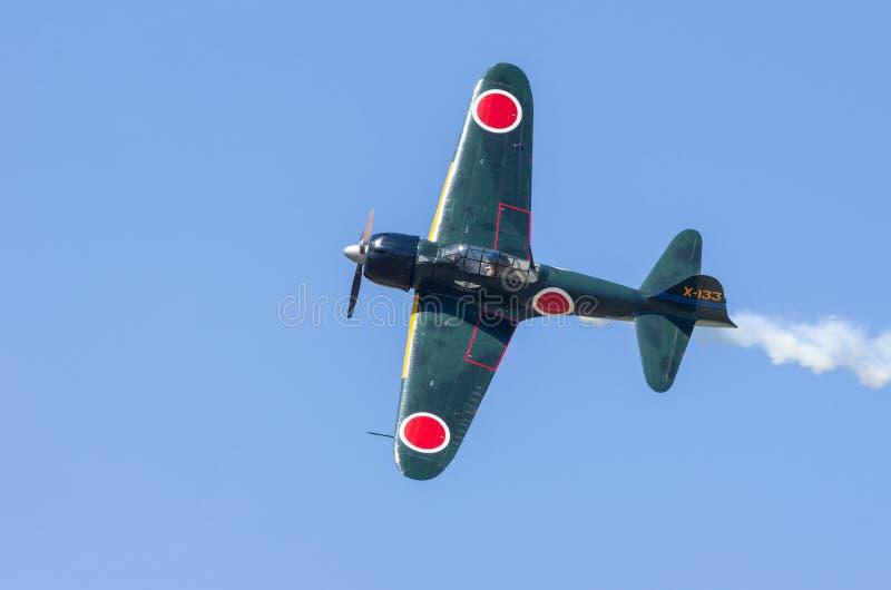 Flugzeuge Mitsubishis A6M Zero im Flug lizenzfreie stockbilder