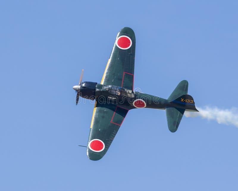 Flugzeuge Mitsubishis A6M Zero im Flug stockfotografie
