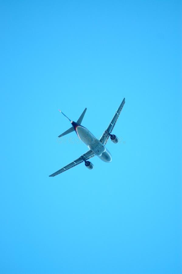 Flugzeuge von unterhalb lizenzfreie stockfotografie