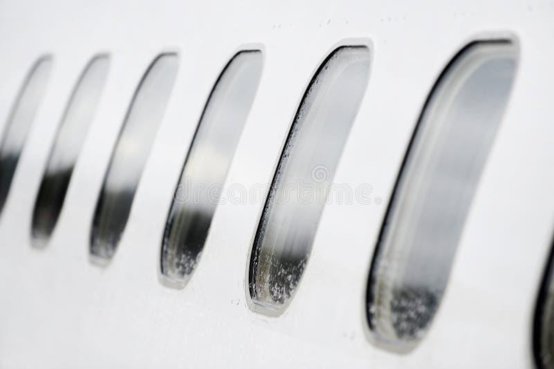 Flugzeugfenster lizenzfreie stockfotos
