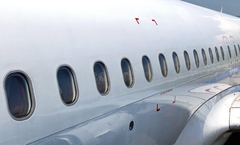 Flugzeugfenster von der Außenseite stockfoto