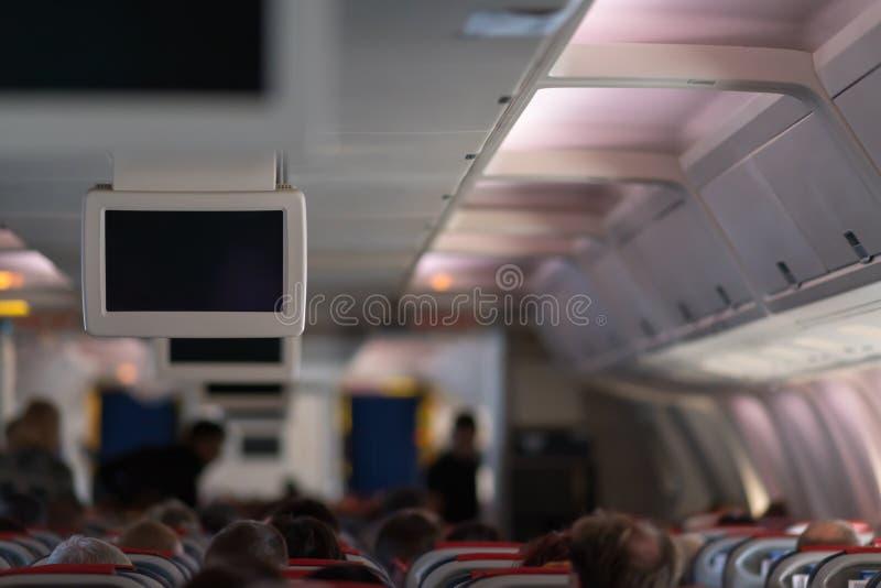 Flugzeugkabine voll von Passagieren während eines Fluges stockbild