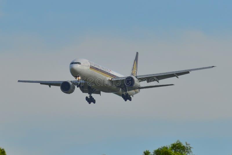 Flugzeuglandung an Changi-Flughafen S?NDE lizenzfreies stockfoto