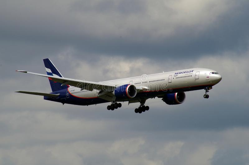 Flugzeuglandung in sheremetevo Flughafen stockbild