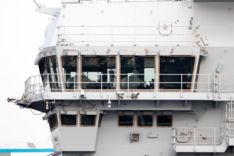 Flugzeugträger im Hafen lizenzfreies stockbild