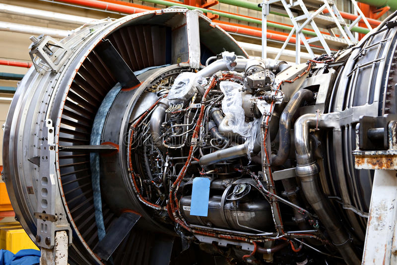 Flugzeugwartung, abgebauter flacher Motor stockfotos