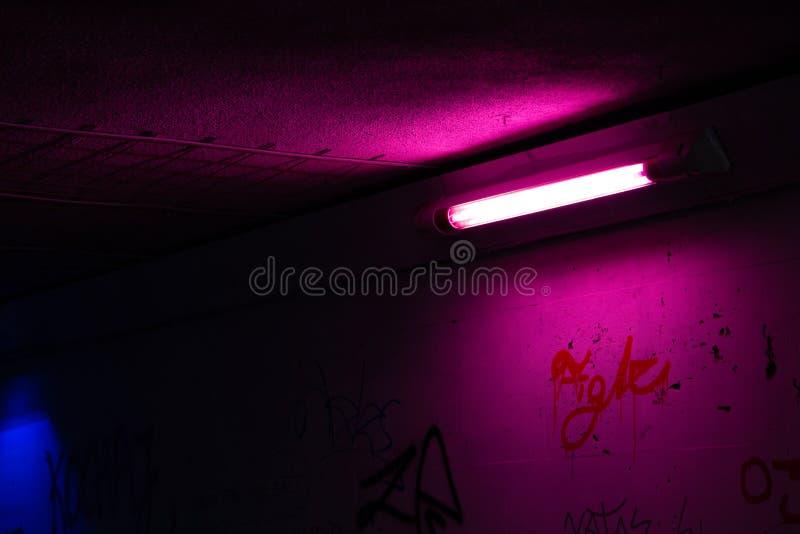 Fluorescencyjna tubka w tunelu fotografia royalty free