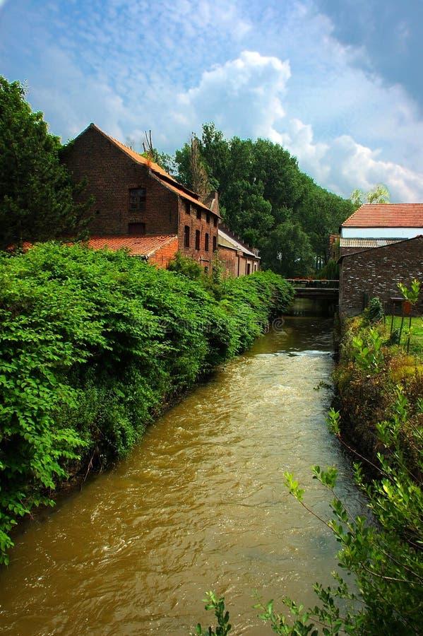 Fluss, Abzugsgraben lizenzfreies stockbild