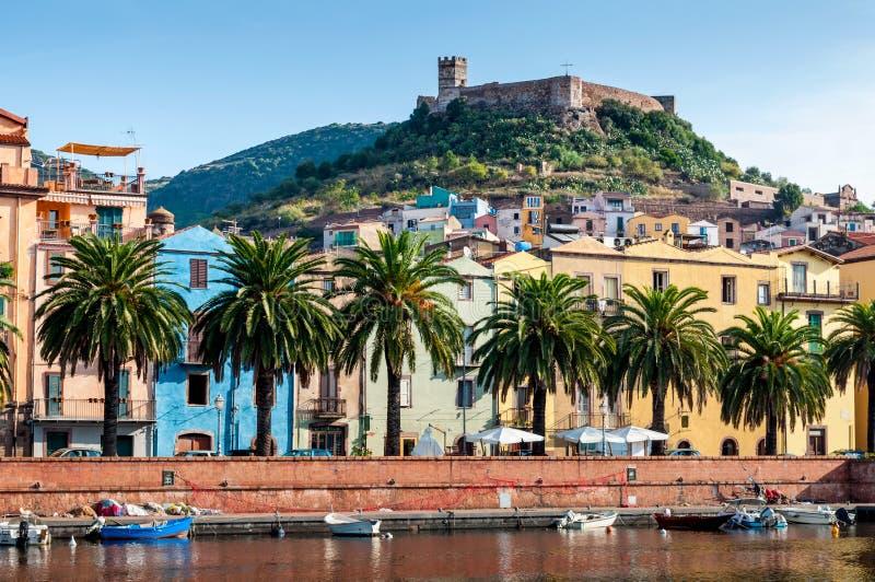 Fluss, altes Fort auf dem Bosa, Sardinien stockbild