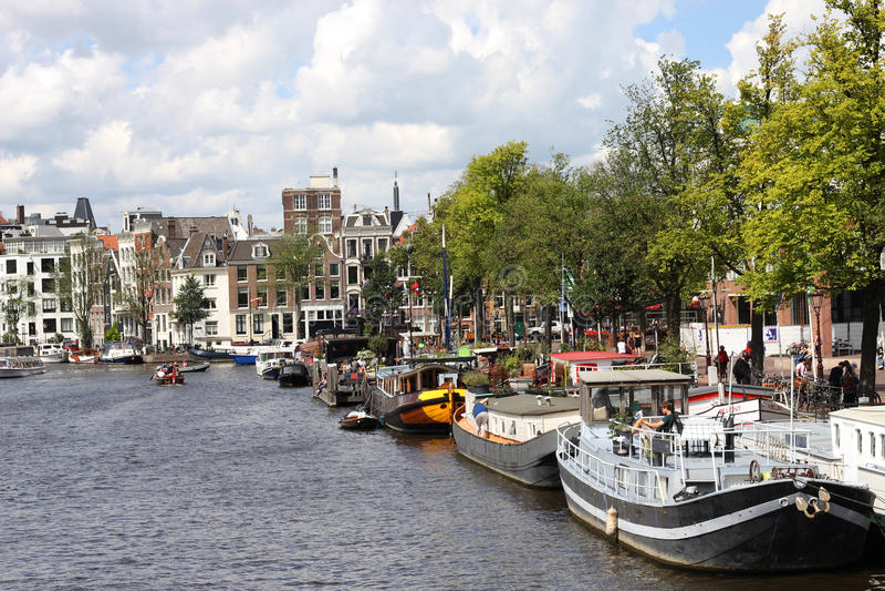 Fluss Amstel an einem sonnigen Tag, Amsterdam stockfotos