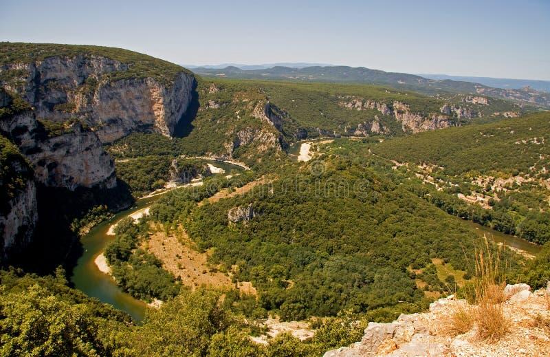 Fluss Ardeche in Frankreich stockfotos