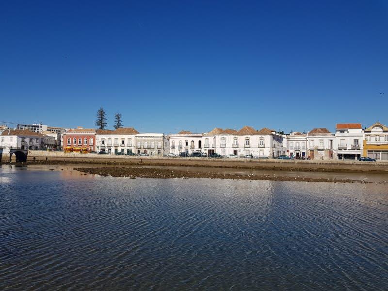 Fluss auf Tavira lizenzfreie stockbilder