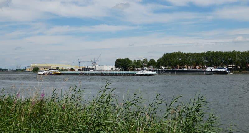 Fluss Beneden Merwede in den Niederlanden lizenzfreie stockfotografie