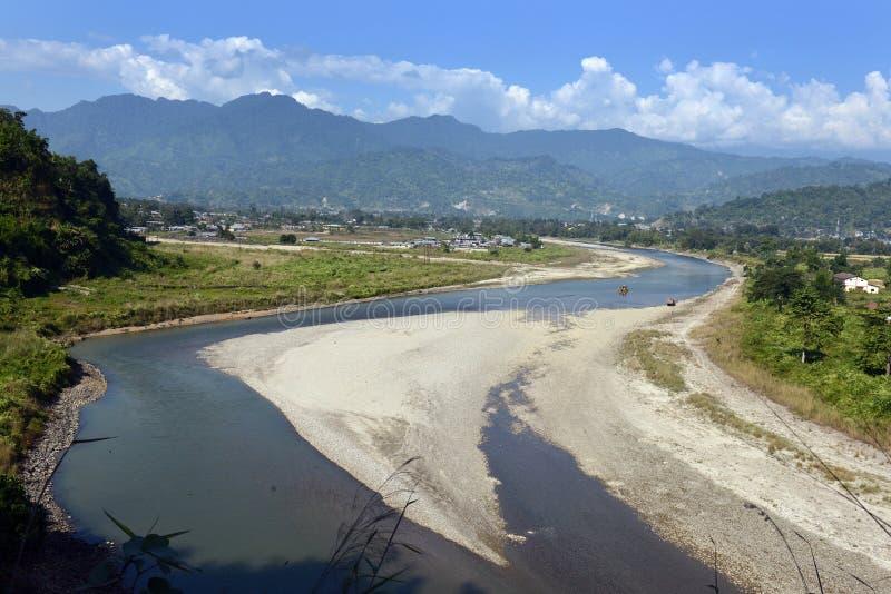 Fluss-Berg stockfoto